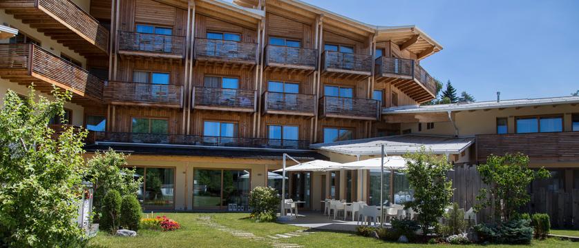 blu-hotel-natura-spa-exterior.jpg